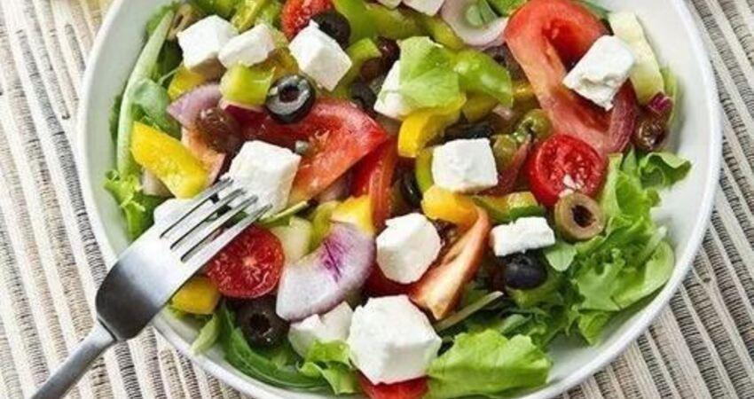 蔬菜生吃營養高,但菠菜、四季豆和香椿,務必焯水煮熟後再吃