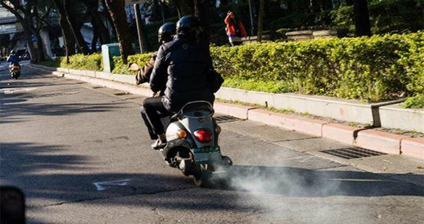 機車族注意!排氣檢查若逾期半年或未通過,將註銷牌照,減少烏賊車在路上橫行!