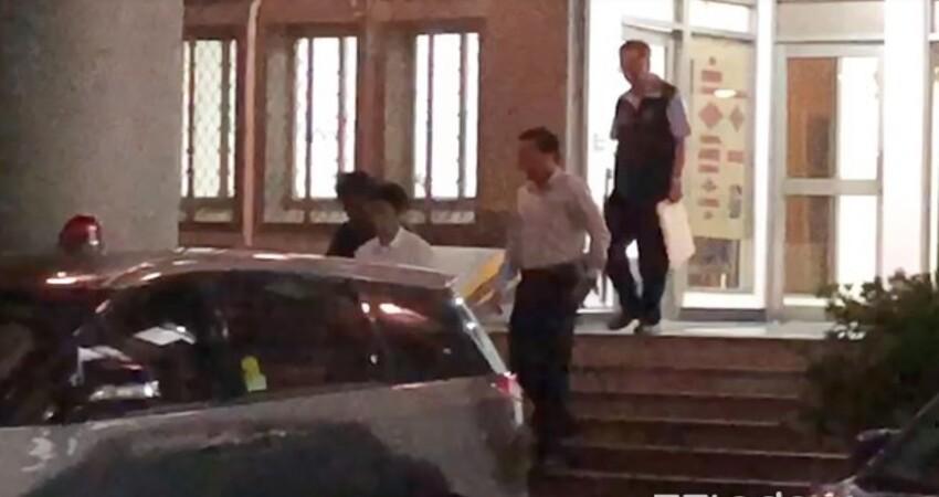 快訊/國安局2官員移送北檢!涉私菸案現身 被調查局人員帶上車