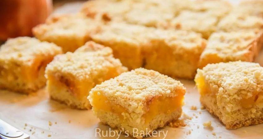 美式桃子酥粒蛋糕(PeachCrumbleBars),很典型的美式甜點