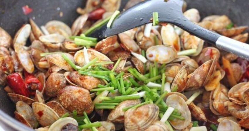 教你做簡單快手的爆炒蛤蜊,讓你的口腔裡充滿了麻辣鮮香!