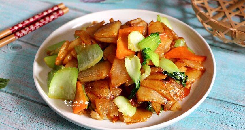 【土豆片炒油菜】它被稱為「地下蘋果」,做的時候多一步,可香了,每次都能吃個精光