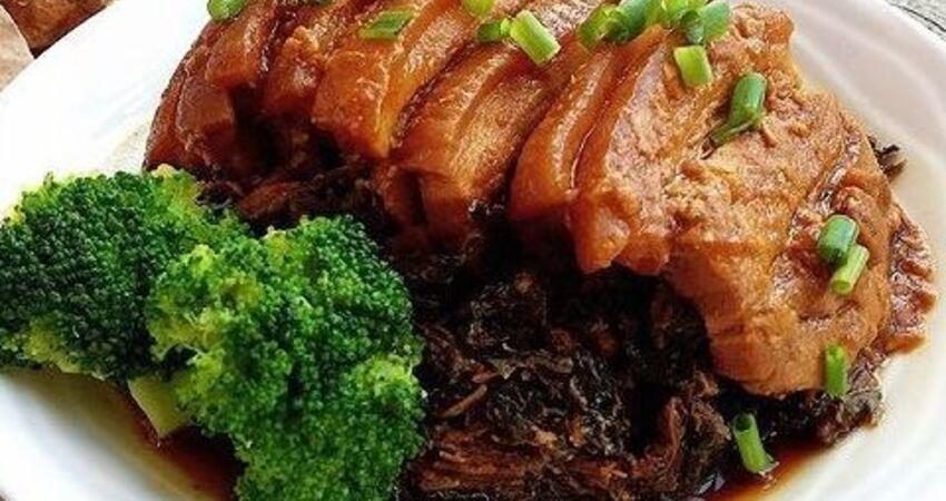 可口的梅菜扣肉做法,這樣做肉質軟爛,好吃不油膩,一看就有食慾