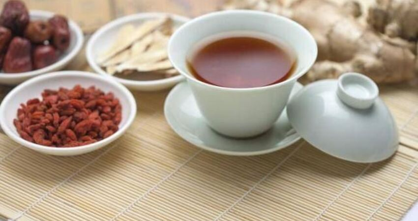 32歲單身女白領天天喝紅棗黃芪枸杞茶補氣血,一年後卻越補越糟