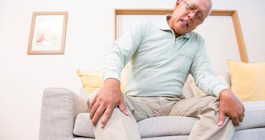 膝蓋疼,別亂揉!緩解疼痛,日本專家教你「8」字放鬆法
