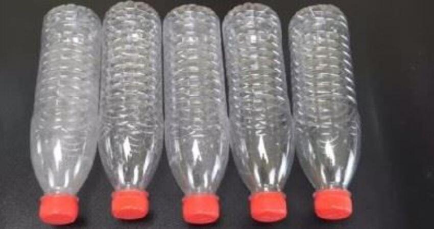 把5個塑膠瓶粘在一起,放在廚房裡,一年能省下不少錢,大家都實用