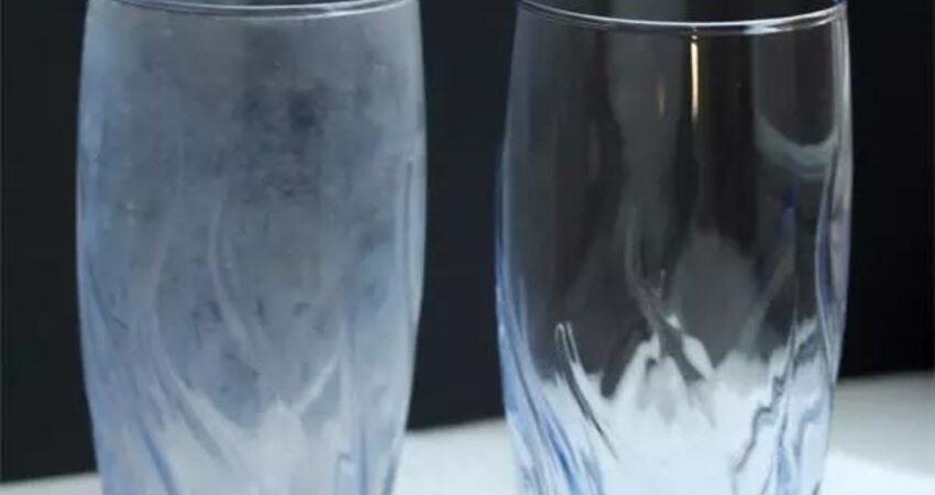 玻璃怎麼擦都不乾淨?教你一招輕鬆搞定頑固污漬,透明乾淨
