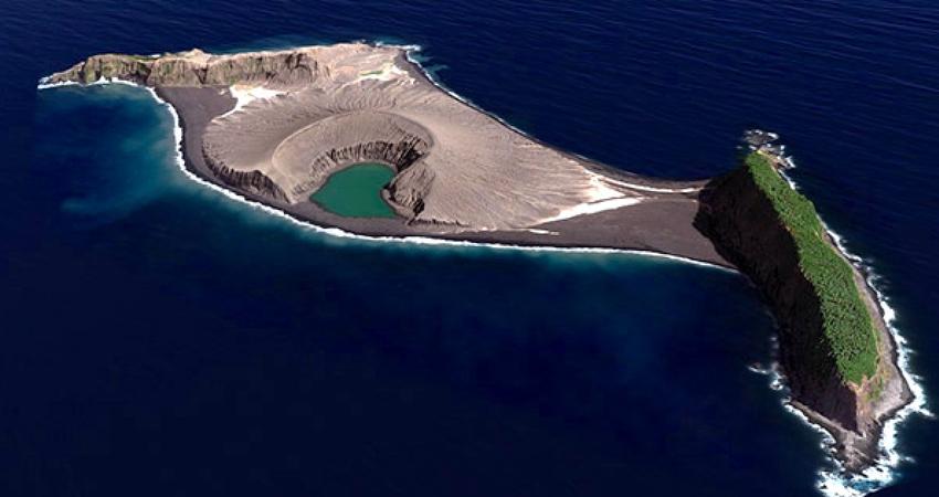太平洋迸出「地圖上從不存在」的小島 科學家登陸以為來到古代火星