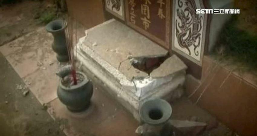 八卦山夜玩抄墓碑…竟惹到「鬼王」!