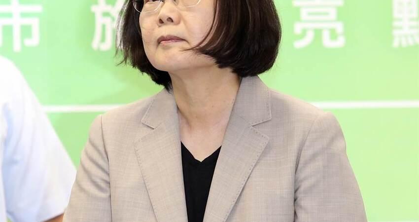 政治勒索?苦苓:蔡英文正在摧毀民進黨