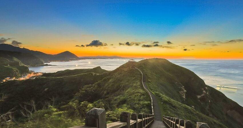 走在鼻頭角步道上飽覽天崖海角絕景!
