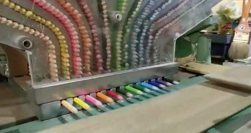 色鉛筆製作太療癒!工廠公開生產過程 一次「彩虹色全部掉下來」看了超舒爽