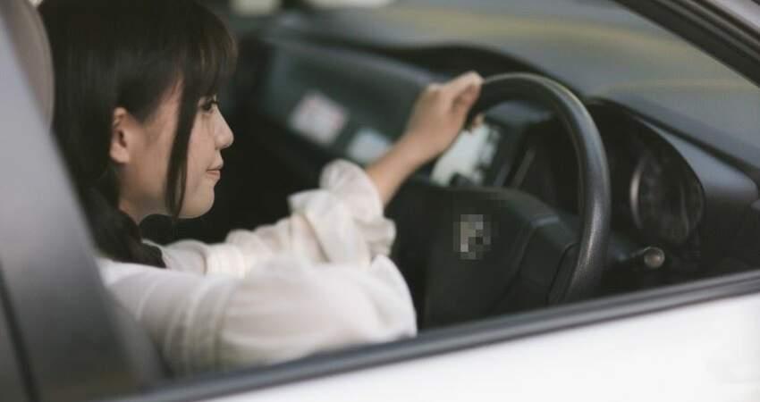 同學21歲就買車!女大生嘆「是爸媽寄生蟲」:羨慕別人有閃亮新車