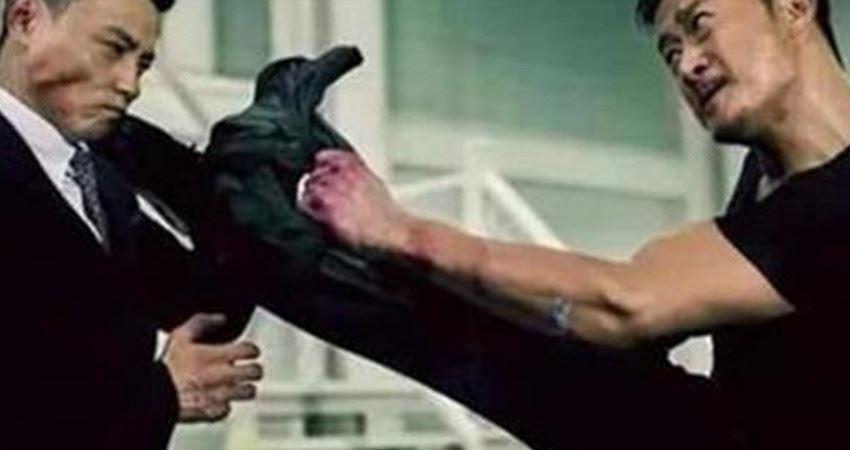 周潤發叫他師父,吳京挨了他500腳,網友:就怕他穿西裝