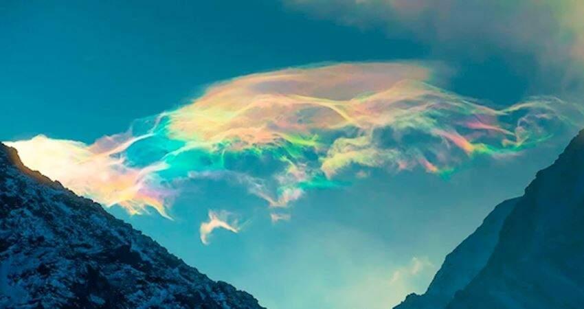 天空出現面積超廣「彩虹雲」 攝影師幸運拍下:此生看過最夢幻的景象