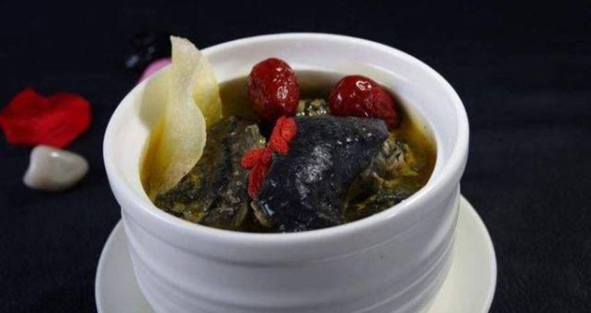 愛喝湯的請收藏!30年老師傅教你怎樣燉烏雞湯最有營養,最養生!
