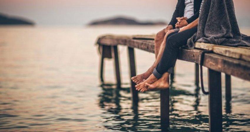 六個跡象顯示,妳的感情已經開始慢慢出現危機了!請記得花點時間彼此聊聊...
