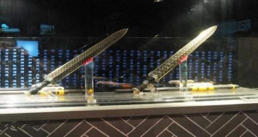 世界最著名的4把寶劍,中國的最邪門,誰拿誰死,無人逃過!