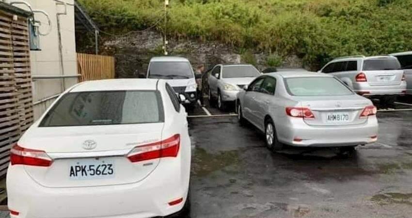車亂停人跑去爬奇萊,報警開罰單後車主下山還嗆聲「停安捏嘸殺毋丟!」