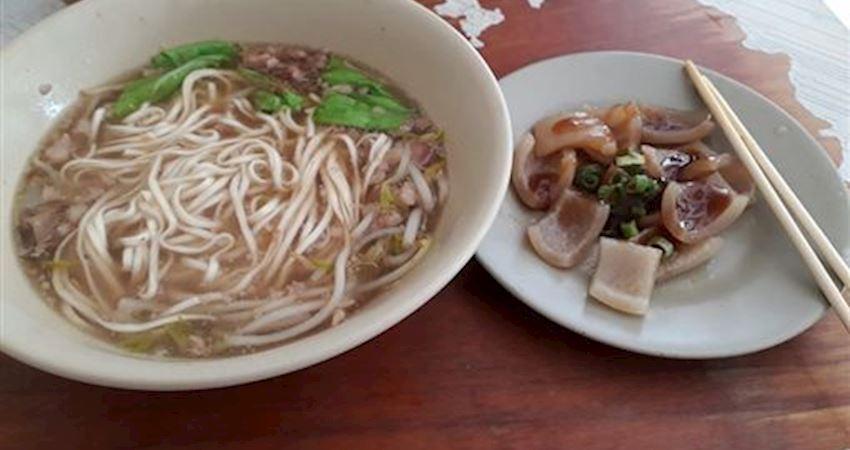 「湯麵+豬頭皮」30元饕客揭店名。台南美食聞名全國