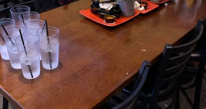 沒大人跟!7名小學生揪開「雞翅趴」 店員驚拍收桌照:沒看過這種客人