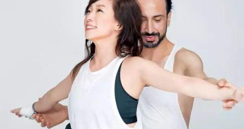 52歲的林憶蓮,優雅迷人,自爆回春秘方是瑜伽
