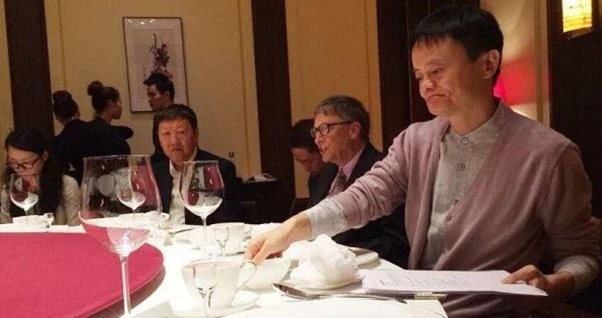 「飯桌見人品」飯局中,這樣吃飯的人,記得不要深交!