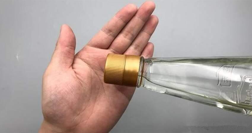 白醋倒些在手掌上,作用花錢買不來,可是好多人不曉得,快學學吧