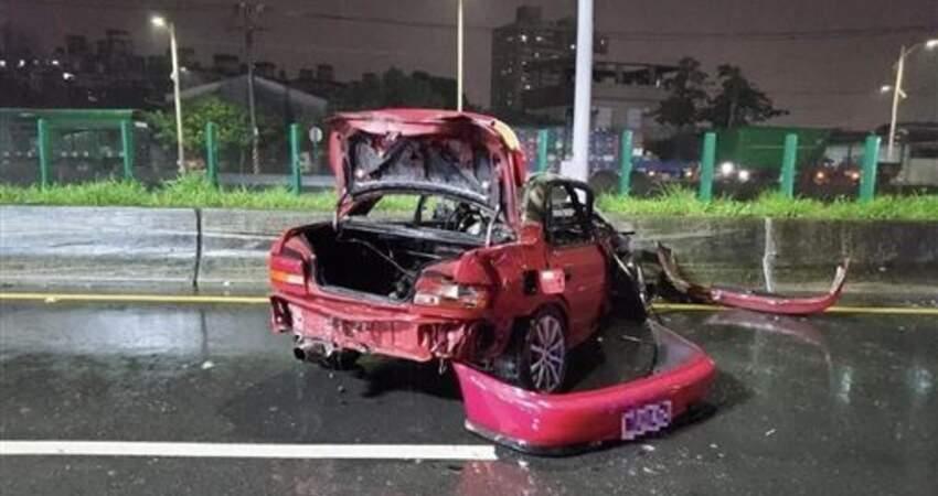 台中快速道路3車追撞1車起火駕駛成焦屍
