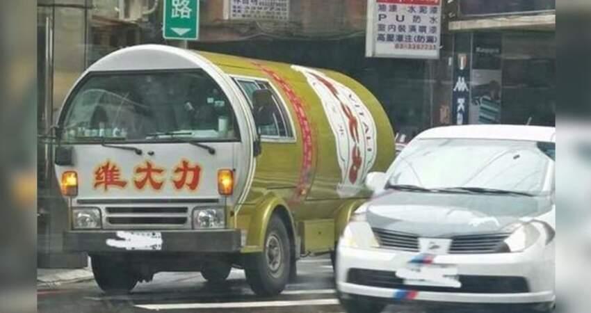 懷念到想哭!網友在路上驚見「維大力車」高興像碰見彩虹 1.2萬網友推爆:「小時候以為後面有水龍頭!」