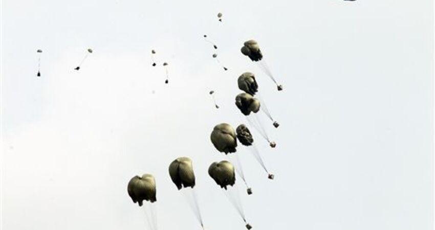 國軍兩傘兵 跳出機門直落墜地