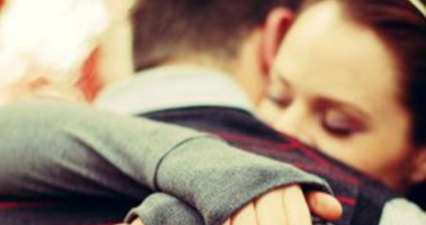 請不要因為寂寞,就隨意牽起一個人的手。