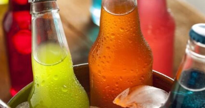 口渴時喝飲料越喝越渴?營養師:最解渴的飲品,不是白水不是果汁