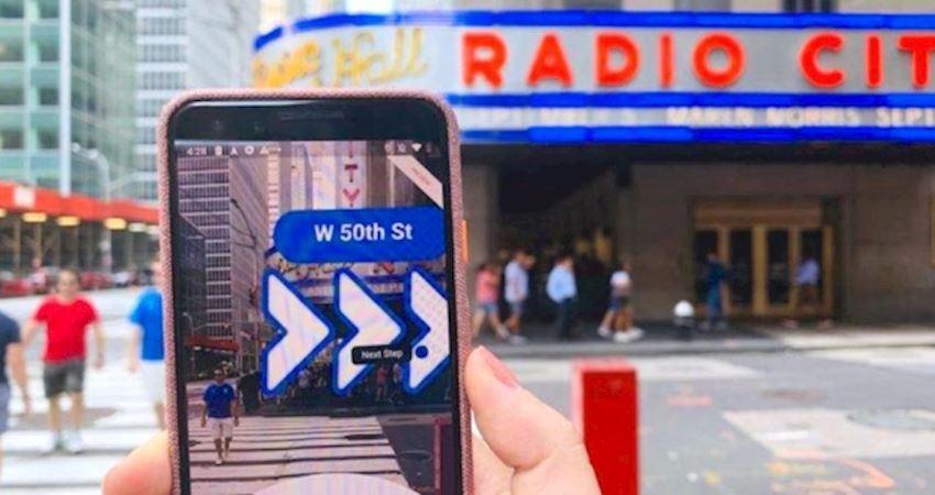 路痴從此自信地走! Google地圖新功能「實境導航」貼心箭頭直接指路