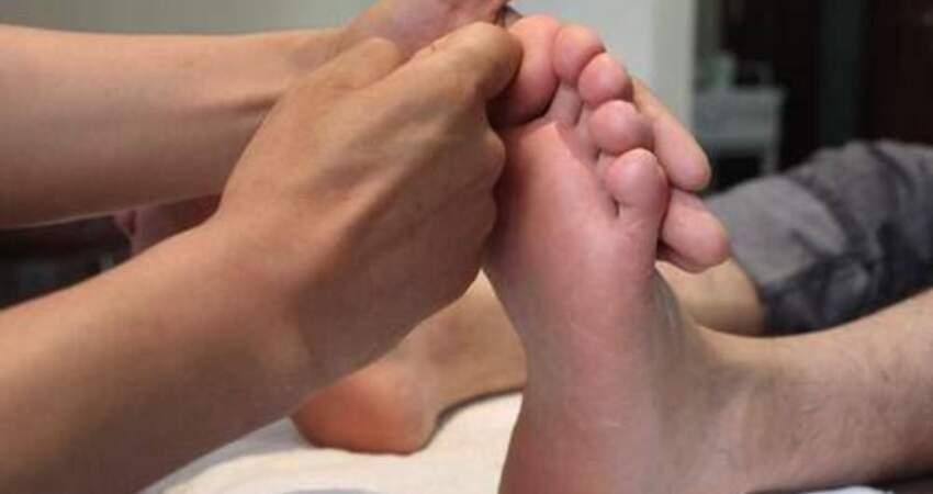 雙腳是身體健康的晴雨表,連續出現這3種異常,不能掉以輕心