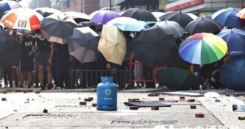 反送中抗爭影響交通紊亂 港府教育局宣布19日繼續停課
