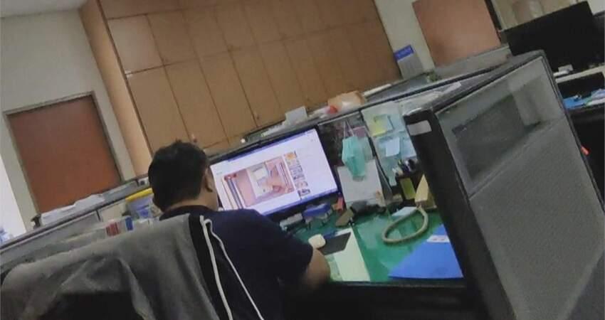 消防局辦事員上班爽追劇「月領7萬」 同事檢舉竟遭嗆:相堵會到