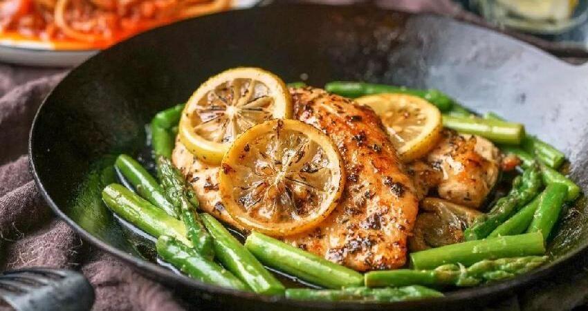 教你做一道既開胃又清爽的肉,香煎檸檬嫩雞排!