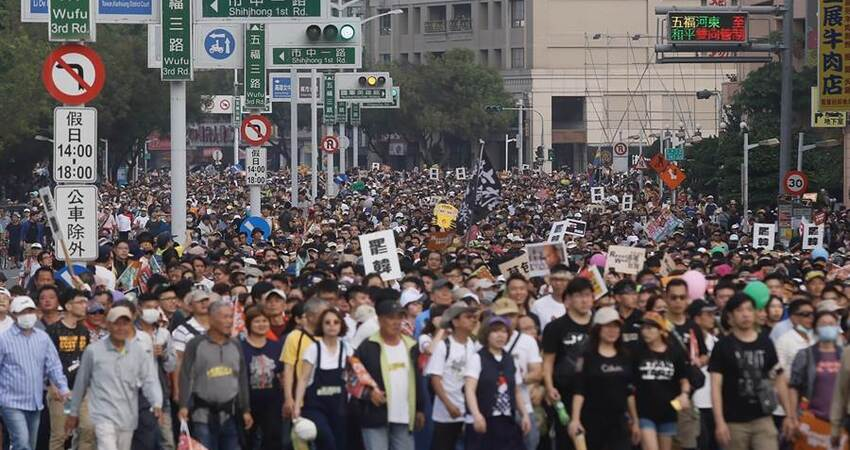 罷韓遊行竟舉這國旗 網友怒吼:國安局勒?