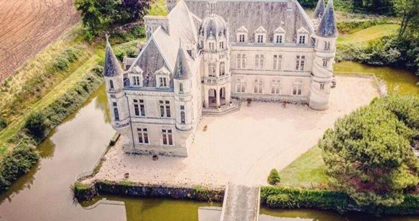 裸辭後再花500萬,這對英國情侶在法國買了座古堡,從此過上了神仙生活!