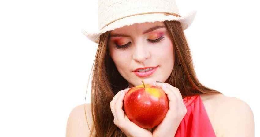 女人若想補足氣血,早上空腹時可多吃「此物」,或把雀斑也帶走