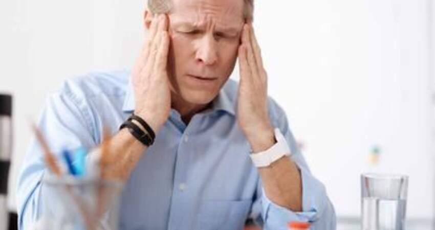 喝酒後頭疼怎麼辦?醫生提醒:8種食物可幫忙,酒後不妨多吃