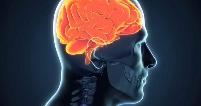老人患腦梗標誌:上半身會露出破綻,家人要多細心留意!