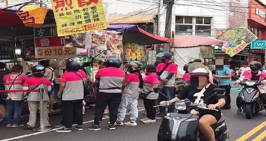 遇「粉紅軍團」看傻!10外送員排爆滷味攤 在地人曝關鍵!