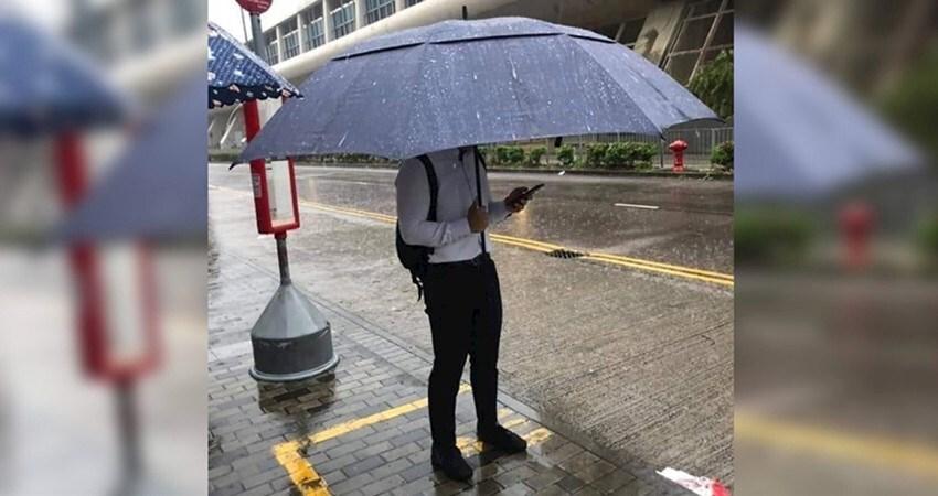 超越500萬傘!男子撐起「行動涼亭」 網曝關鍵字【釣魚傘】:這款超輕