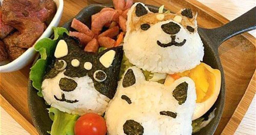 台中超可愛寵物友善餐廳「TwoPuppies」推薦,必點柴犬造型飯糰「柴糰定食」好吃又好拍!