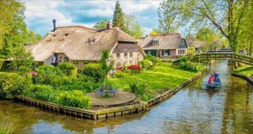 無車的童話小鎮「宛如人間仙境」 坐船漫遊運河「每個角落都超美」