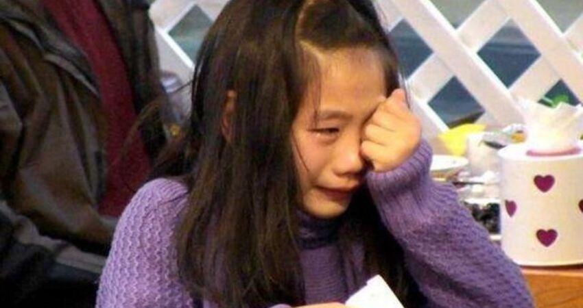 父母為了錢變身魔鬼?6歲女童模年賺1000萬,仍然被打罵虐待