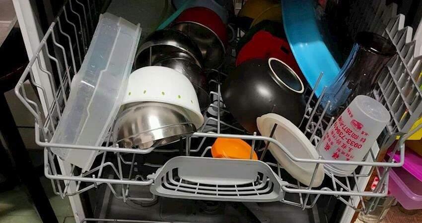 夫妻倆均攤買了台洗碗機「碗盤擺放模式遭夫酸言酸語」 妻無奈嘆:就不能說點好聽話嗎