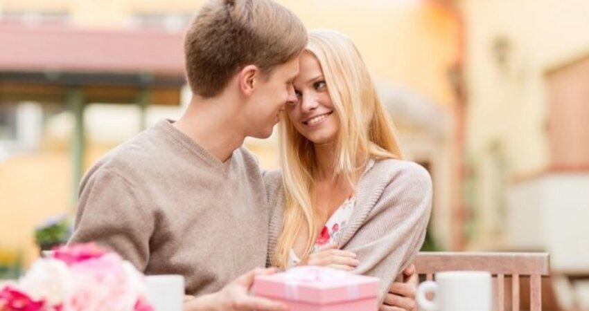 約會時,男生該替女生出錢嗎?約會要注意的眉眉角角...